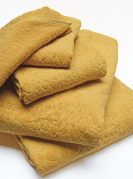 gold bath towels
