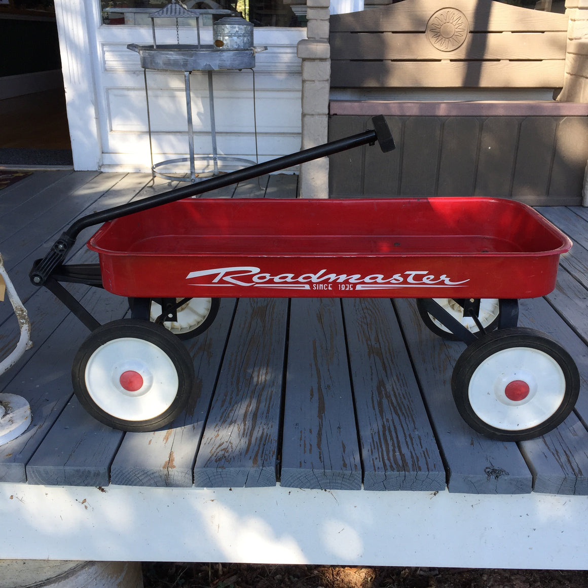 Vintage-style Roadmaster Little Red Wagon