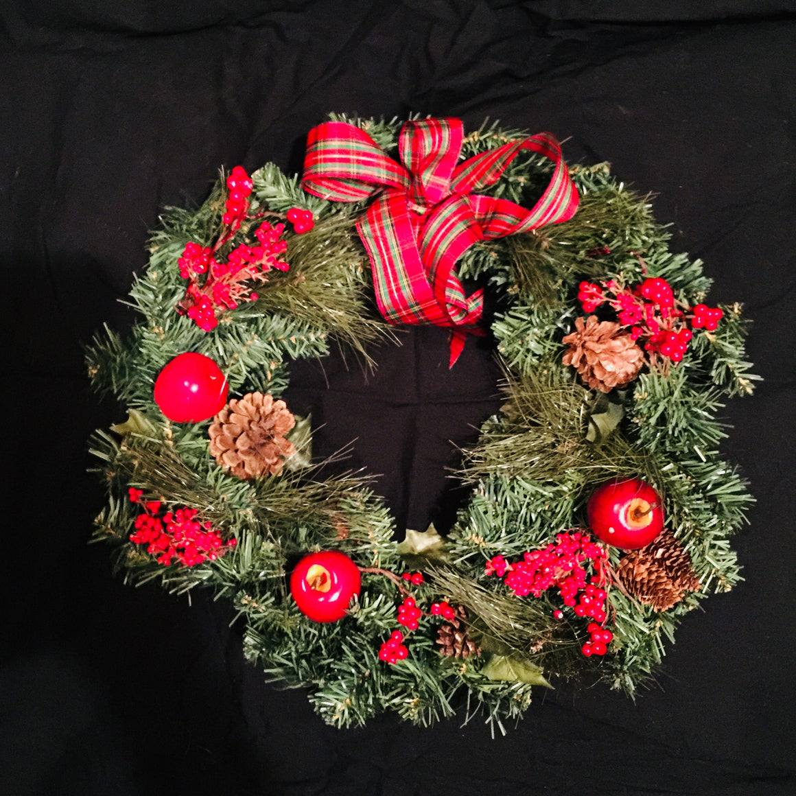 "Christmas Wreath - 16"" with Apples"