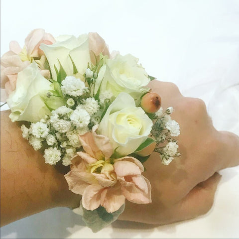 SW0035 - White rose corsage