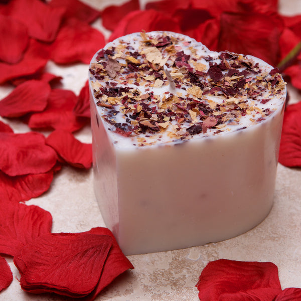 Beauty Scents Handmade Heart Shaped Scented Soy Candle With Rose Petals, Champagne & Roses