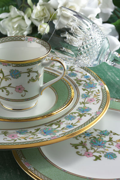 Yohsino 41pc. Dinner Set w/Casserole