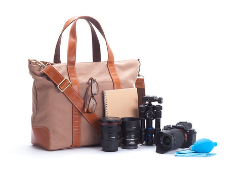 Signature v1.4 Brown : Waxed canvas trimmed with leather camera bag