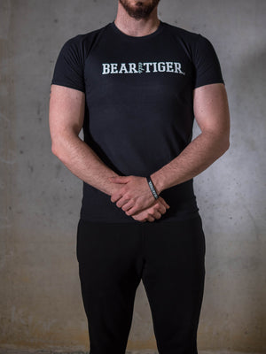 Bear Eats Tiger beareatstiger tshirt kleren fitness clothing gym crossfit black and white mannen shirt