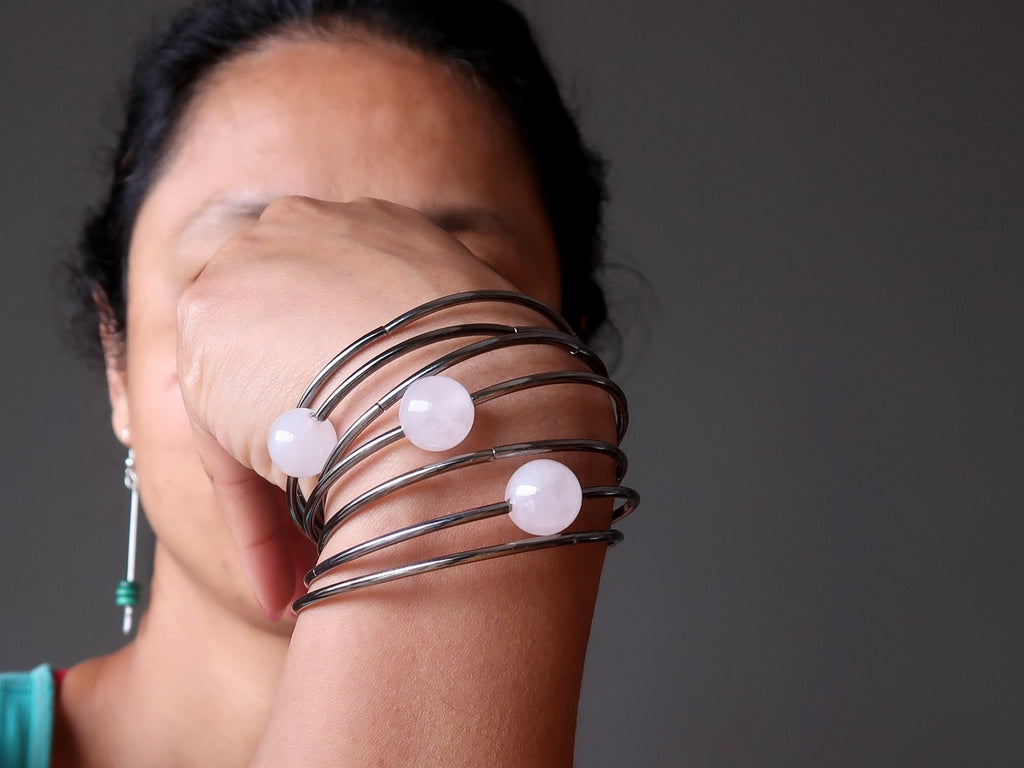 sheila of satin crystals wearing a rose quartz memory wire bracelet