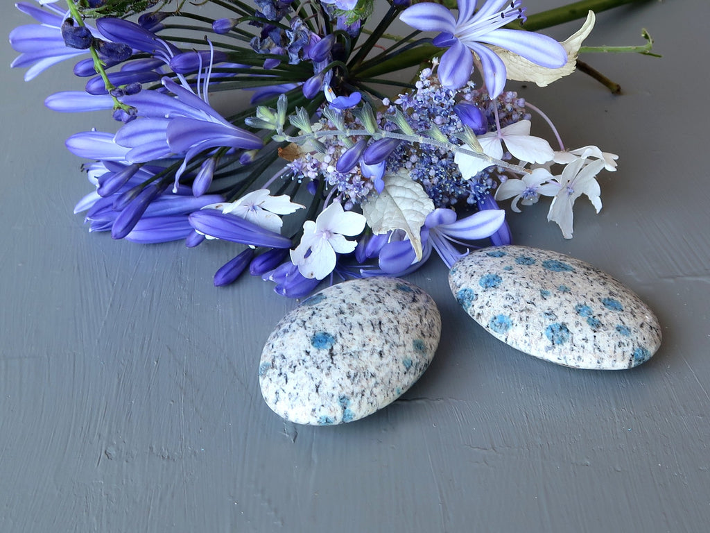 azurite oval stones and flowers