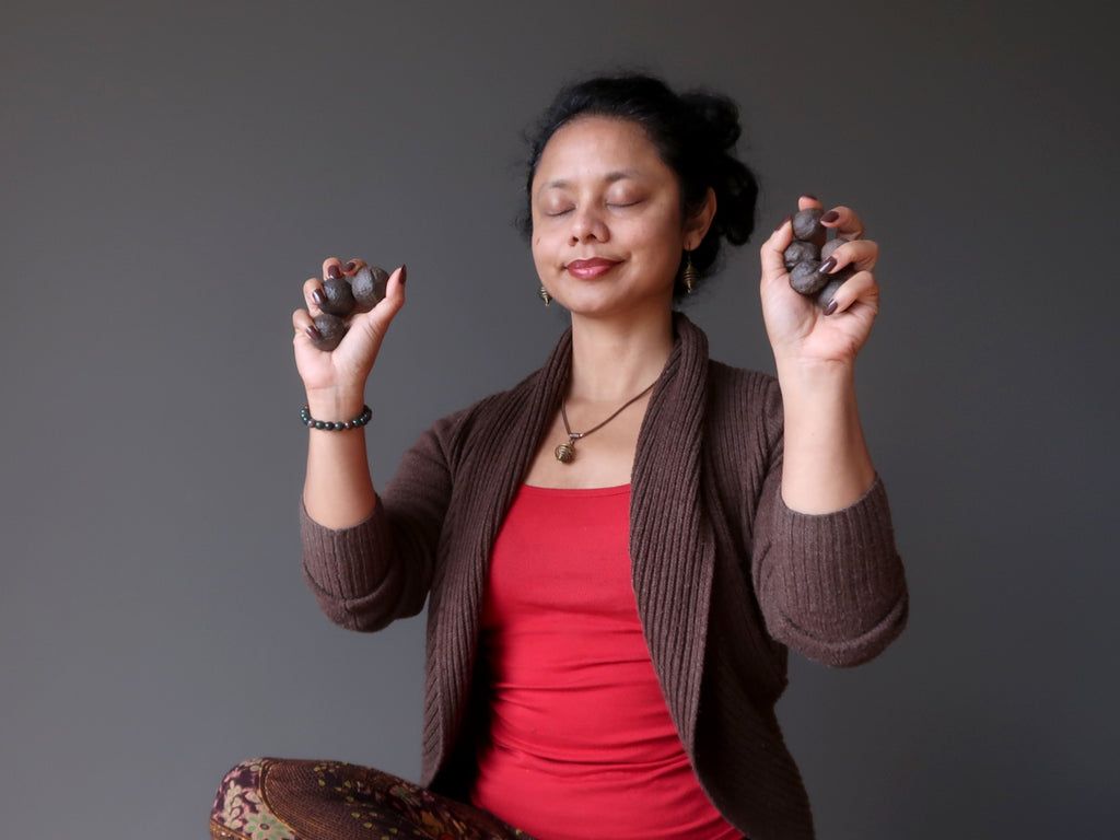 sheila of satin crystals meditating with moqui marble stones