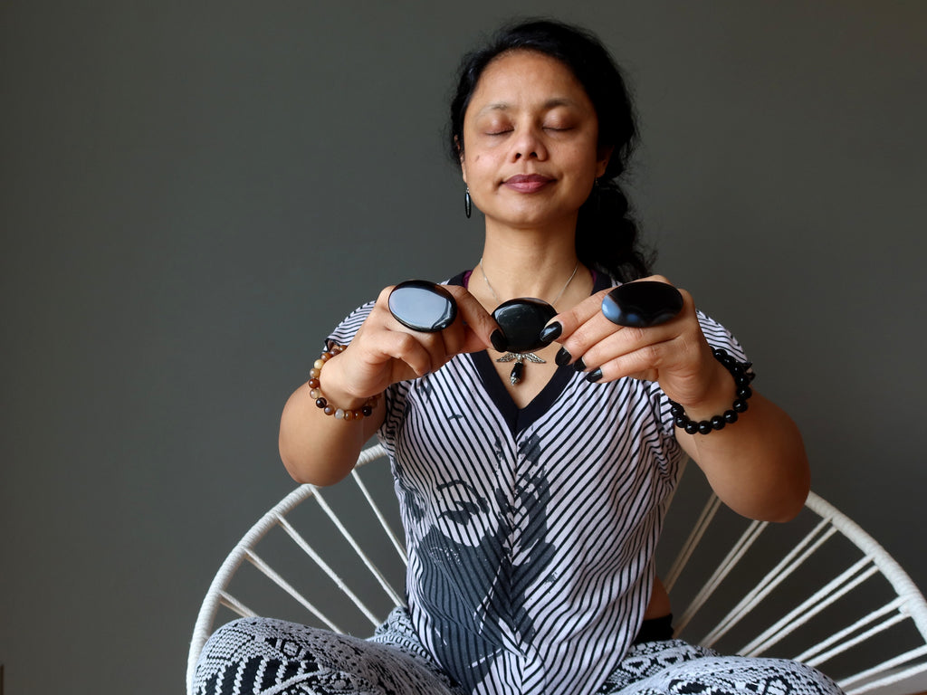 sheila of satin crystals meditating with onyx oval stones