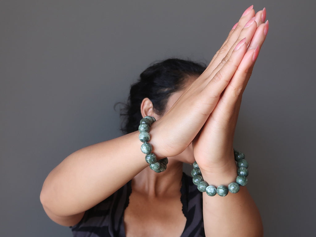 sheila of satin crystals wearing green seraphinite stretch bracelets