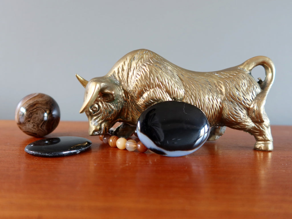 metal ox surrounded by onyx and sardonyx crystals