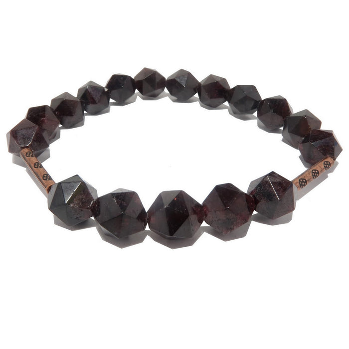 star faceted red garnet beads and copper accents on stretch bracelet