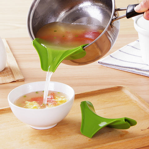 Anti-spill Kitchen Funnel Gadget Silicone Slip On Pour Spout On Single Free for Pots Pans and Bowls and Jars Kitchen Tool - Rakupos