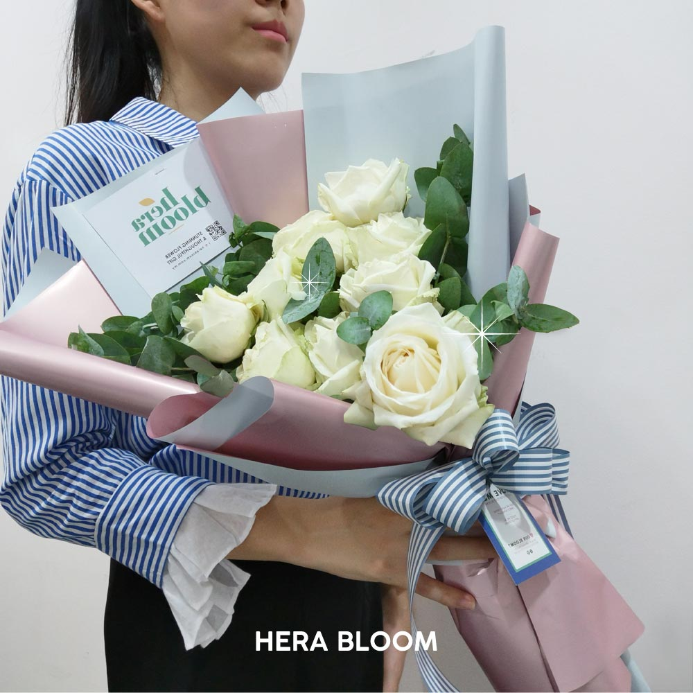 White Rose Bouquet - Hera Bloom