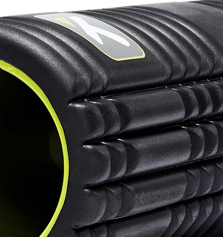 TPT3GRD2BWS0000 TriggerPoint The Grid 2.0 Foam Roller Black - 45 Degree Angle - Close Up