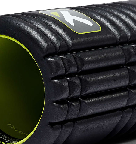 TPT3GRDBWS00000 TriggerPoint The Grid 1.0 Foam Roller Black - 45 Degree Angle - Close Up