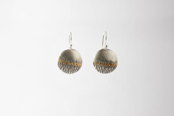 Textured silver drop earring, with a 24carat gold keum boo stripe.