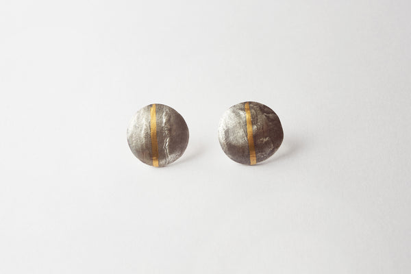 Small oxidised gold striped stud