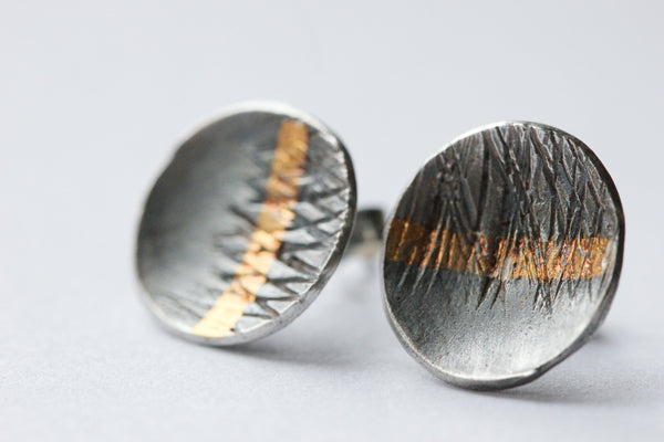 Small cupped gold stripe stud