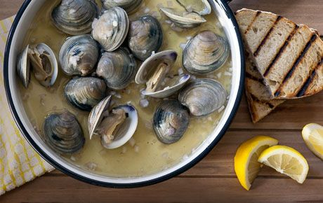 Grilled Clams in Beer Broth