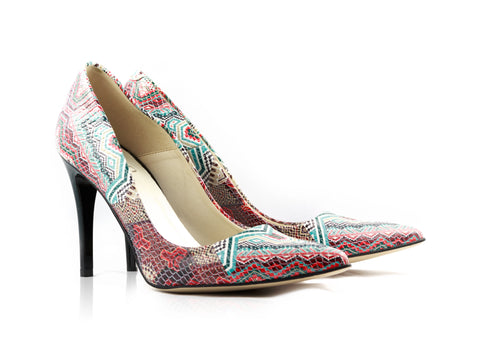 Image of Rug Snake Court Shoes used to show the heels' details (size 5 UK).
