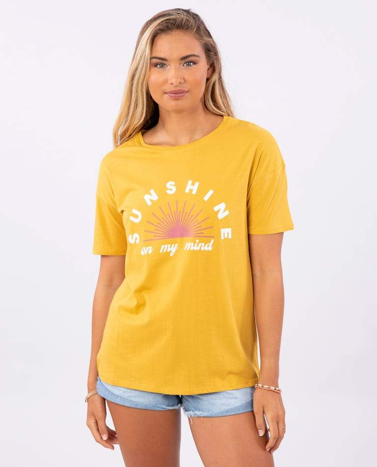 RIP CURL Sunshine On My Mind T-Shirt Women's Mustard WOMENS APPAREL - Women's T-Shirts Rip Curl