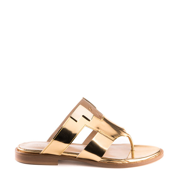 Thong sandal with metal accessories