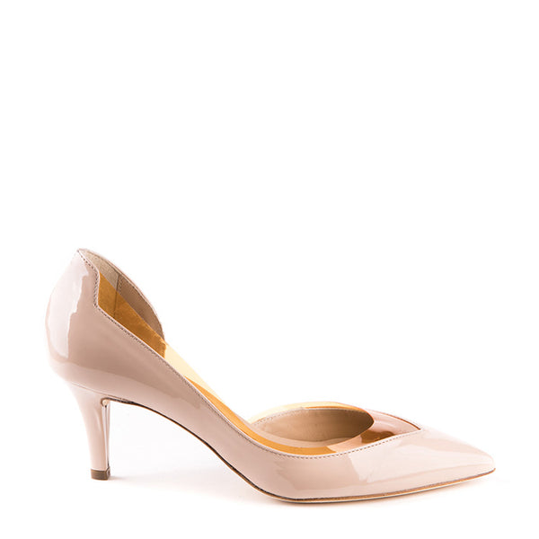 Pointy low-heeled pump with plexi cut-out