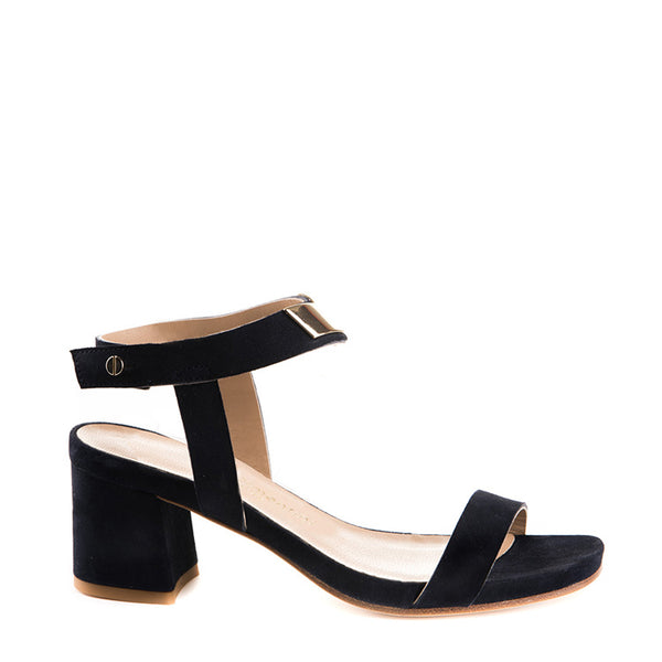 Suede sandal with metal accessory
