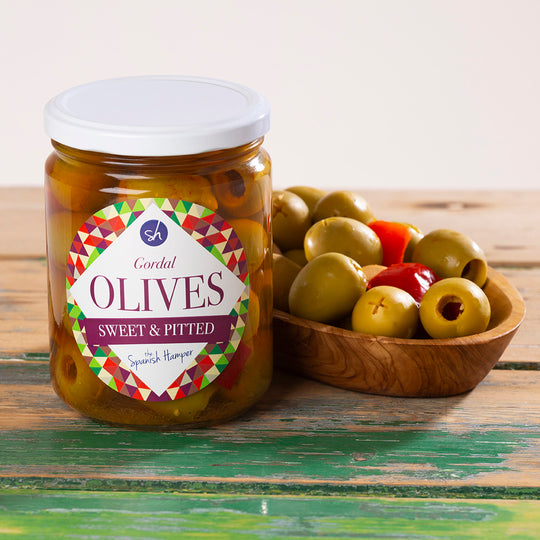 Large Gordal olives with garlic, pepper and paprika