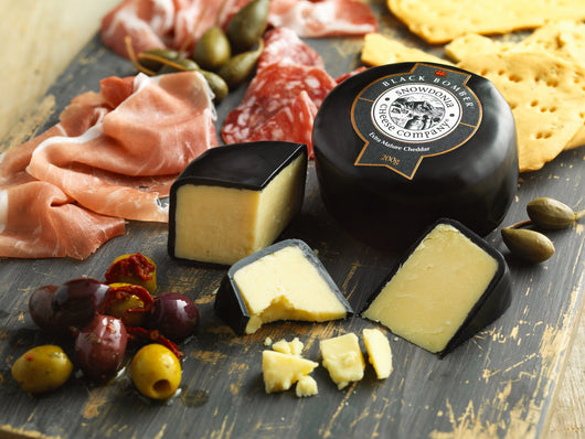Black Bomber 200g | Snowdonia Cheese Company | Truckle