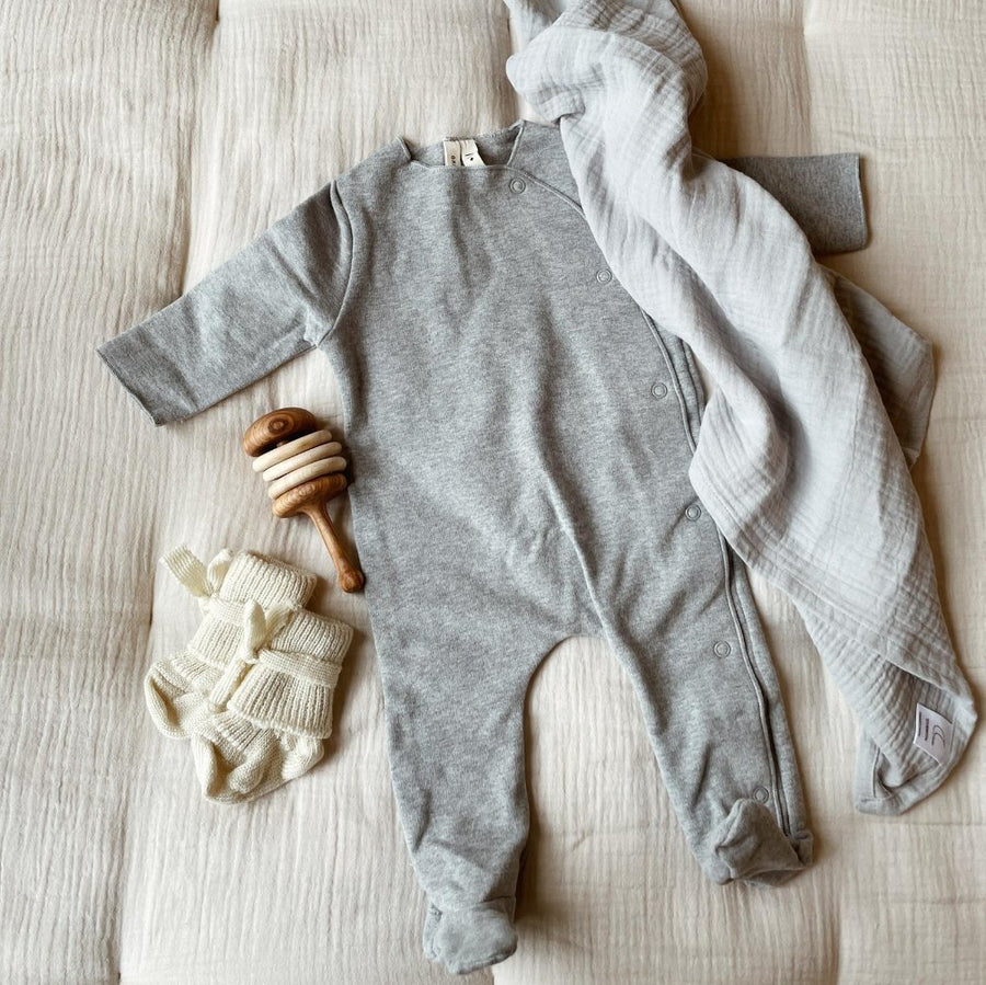 Newborn Gift box - Swaddle - Baby Socks - Rattle - Grey suit