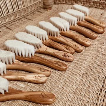 Zoen voor Gust - Baby Brush - Olive wood & Goat hair
