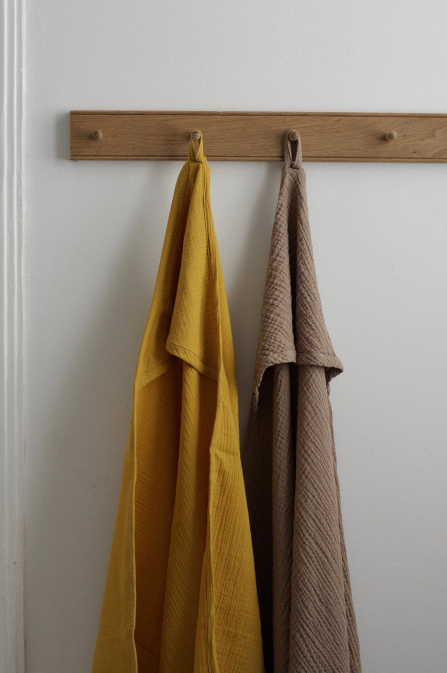 Cats and boys - Cotton gauze bath cape - Ochre