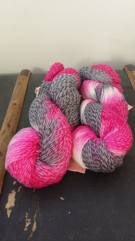 A beautiful and soft 2 end merino - 1 end superwash tweed effect.