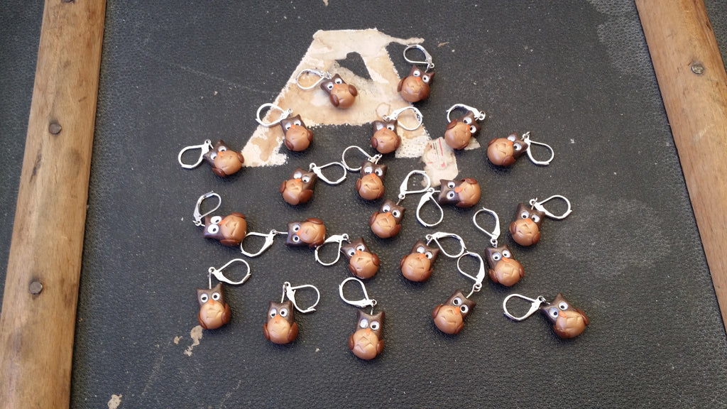 Robin stitch marker created in polymer clay for knitting and/or crochet.