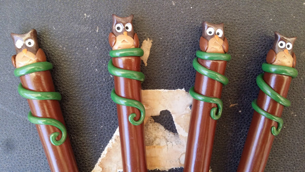 Woodland owl crochet hook handcrafted from polymer clay.