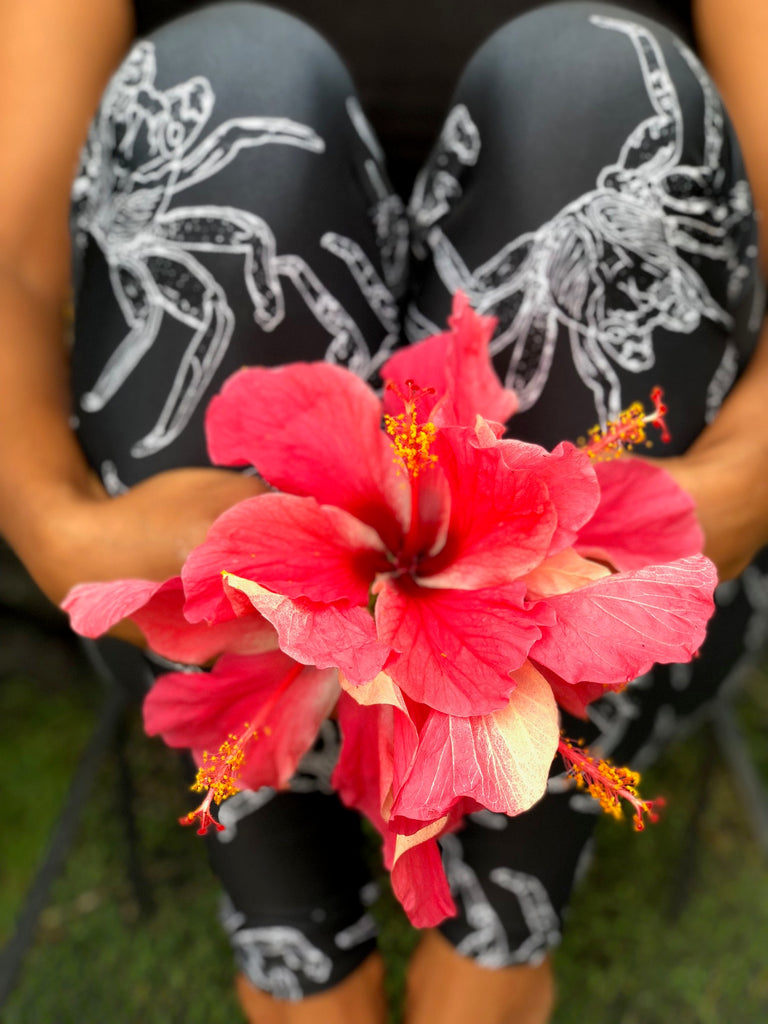 Hibiscus a'ama leggings from feather love Hawaii