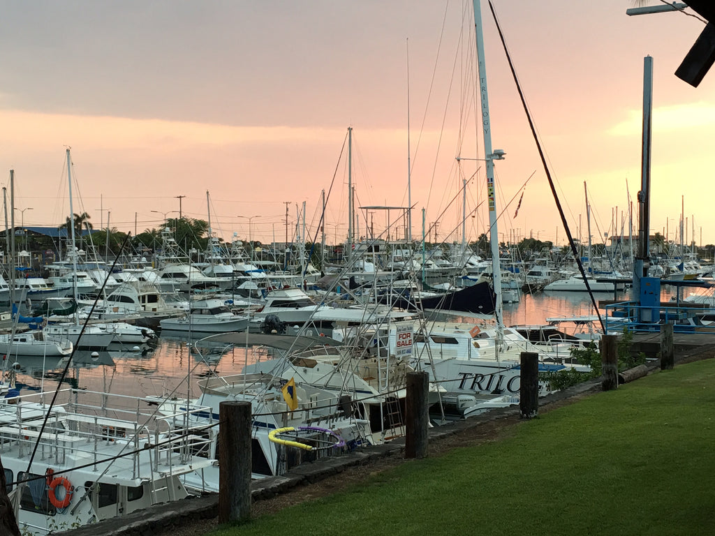 Honokohau sunset image via sundot marine flags