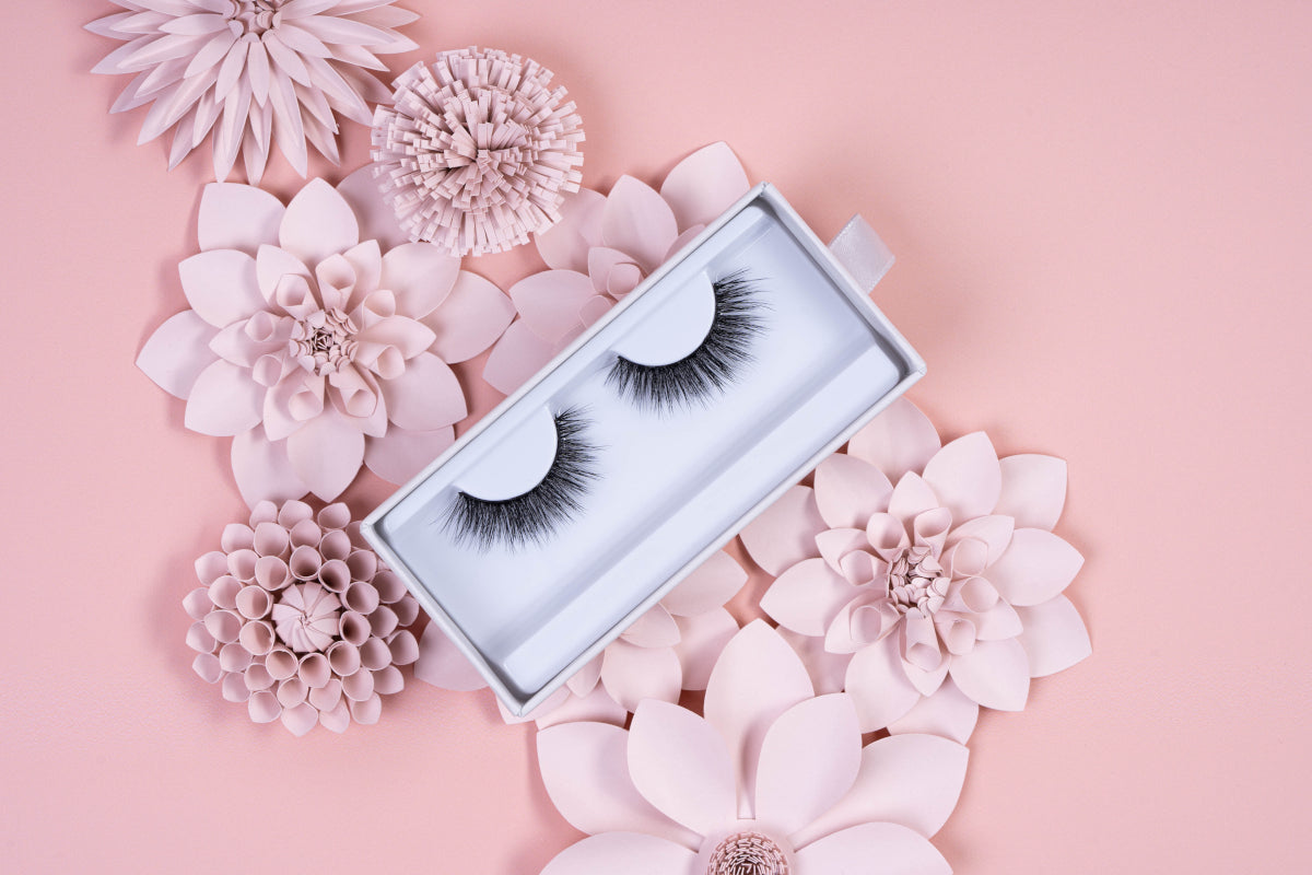 Not just natural in appearance, the Emma strip eyelashes are also made using real silk fibers.