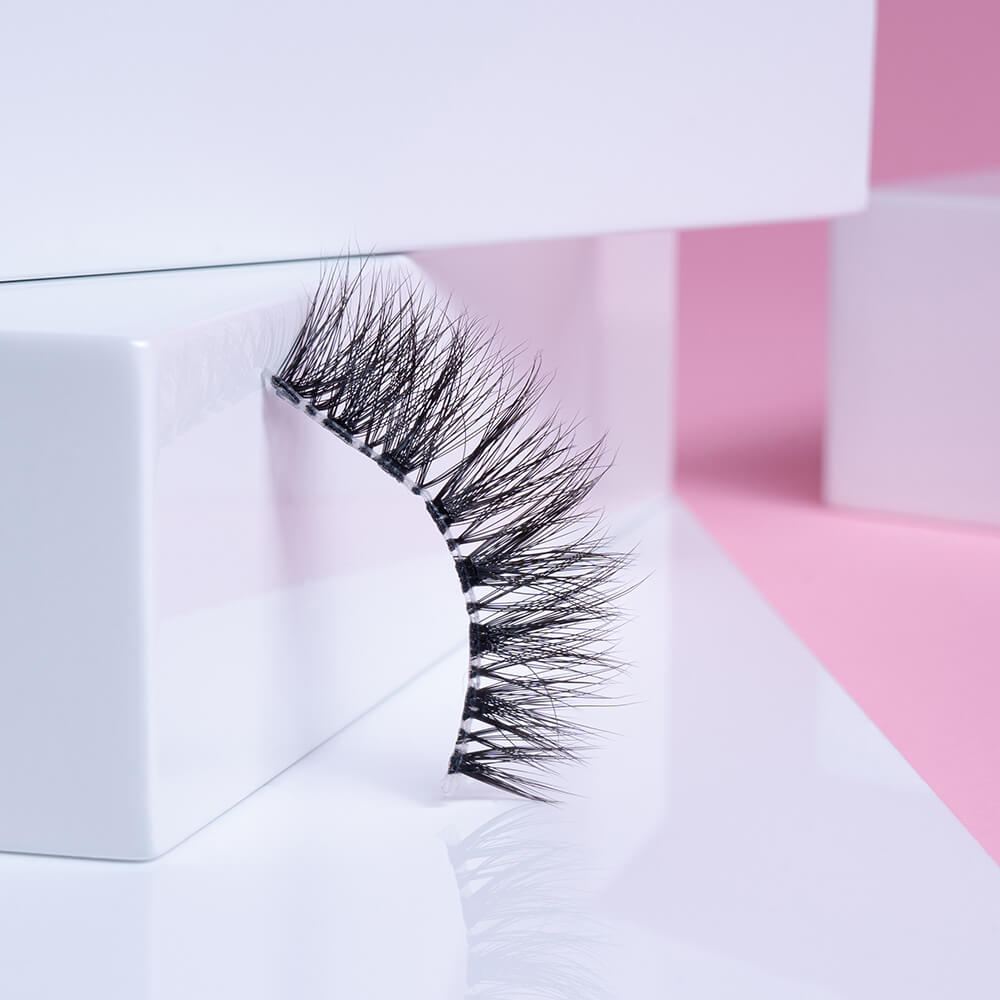 Picture yourself gazing gracefully out from under a flutter of fine and wispy lashes. That's the irresistible effect you'll get with Mila, our best short false eyelashes for those who crave a delicate touch.