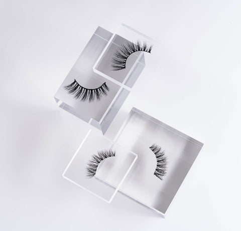 Our lashes are crafted using ultra-fine, real silk fibers, for an irresistibly-luxurious flutter.