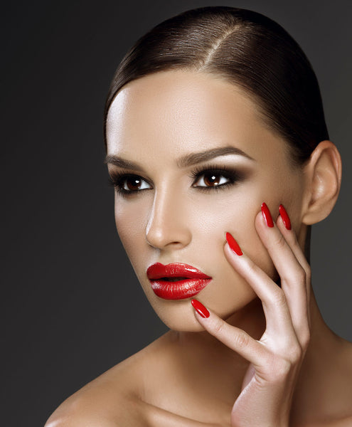Beautiful woman with medium complexion wearing red lipstick.