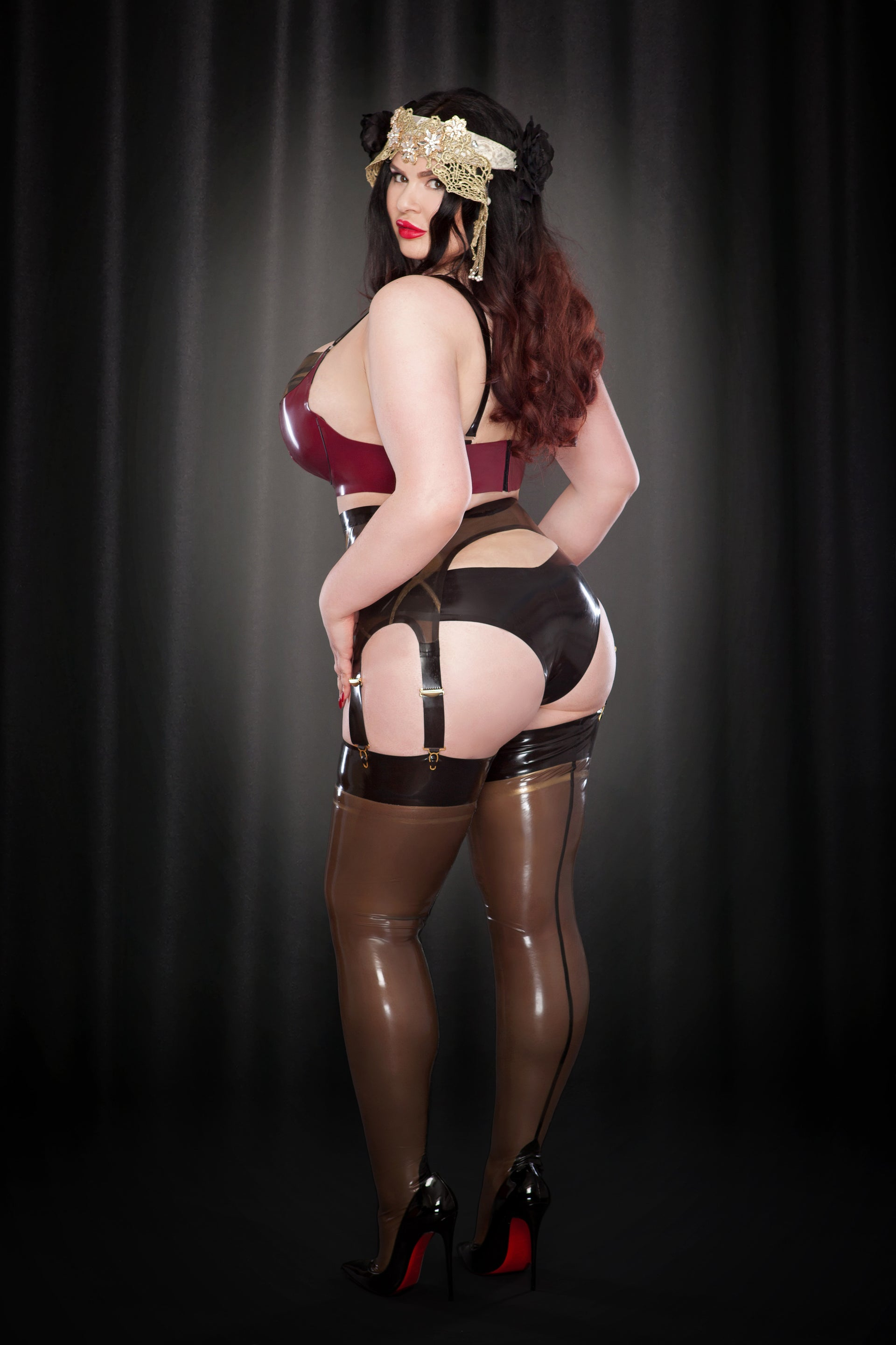 Rose Noir Latex Nouveau Suspender Belt