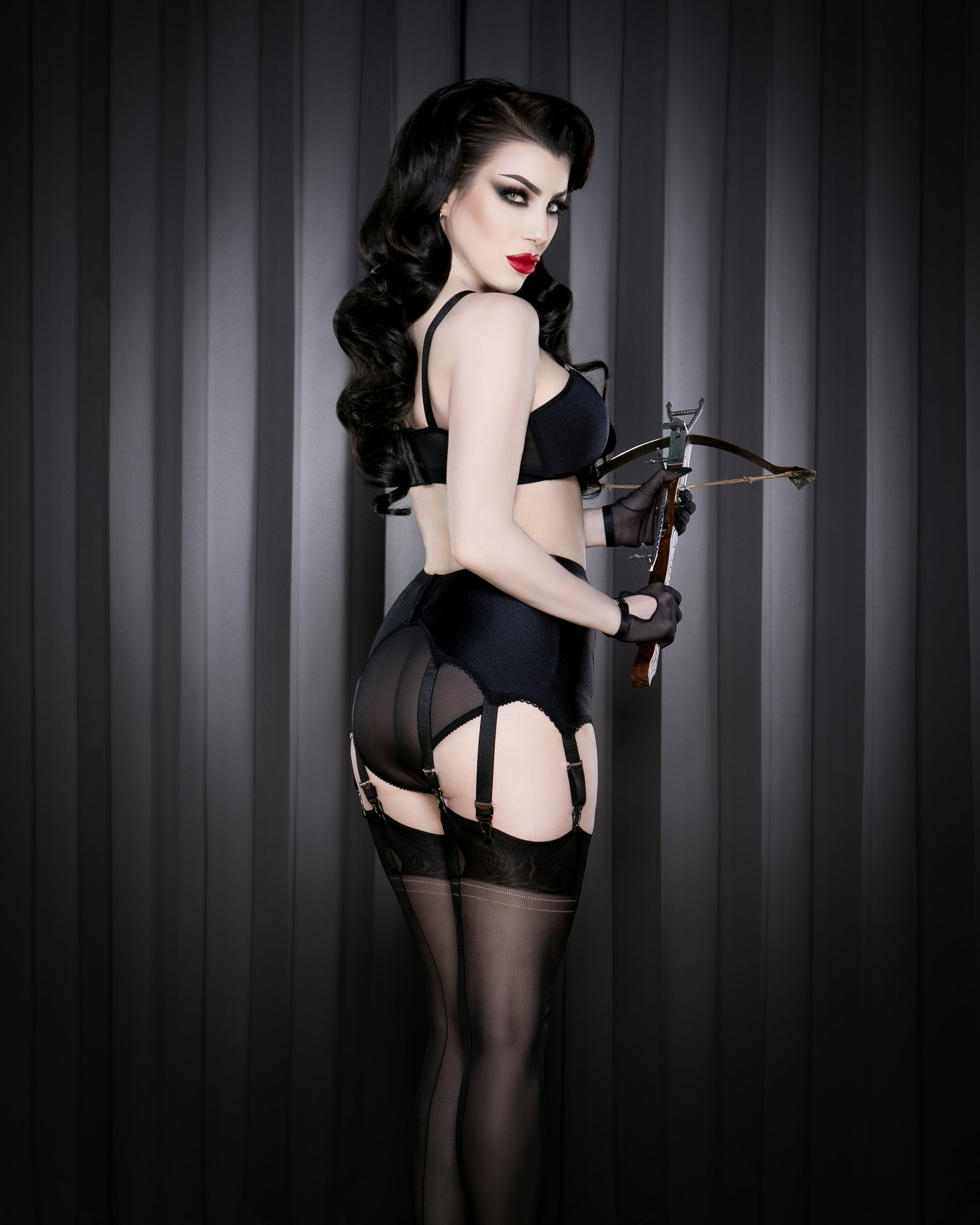 Kiss Me Deadly Retro Classics 8-Strap Suspender Belt S-2XL