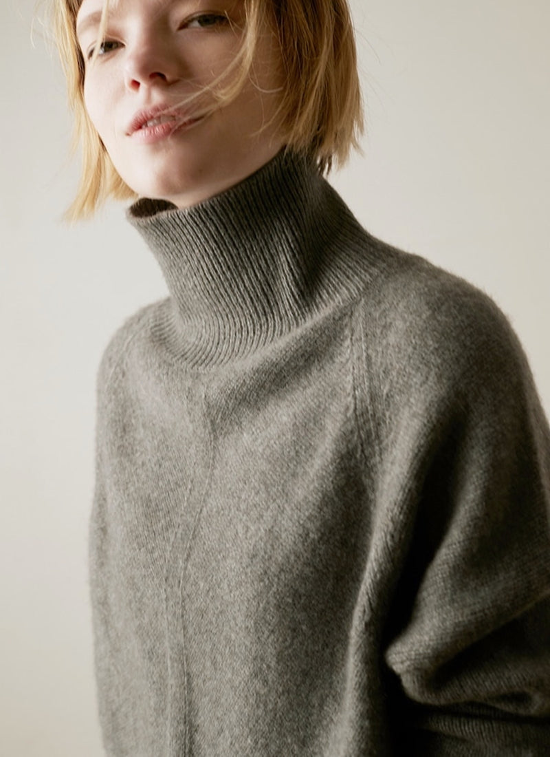 Single Slit Turtleneck Sweater | bitpix.io