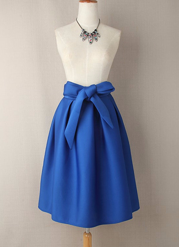 Elegant vintage high waist skirt with a bow | bitpix.io