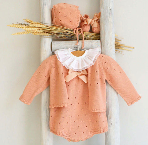 Knitted booties in peach