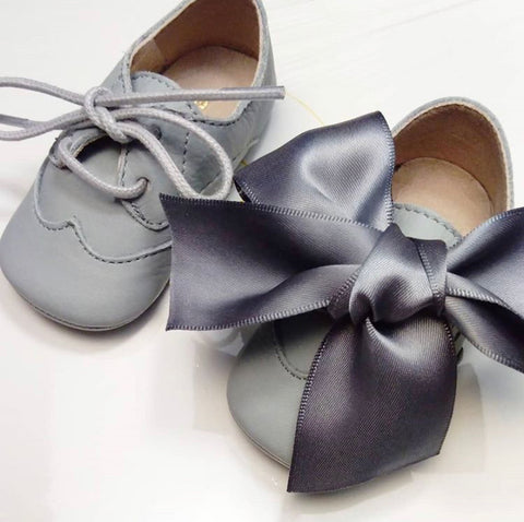 Baby shoes in grey leather