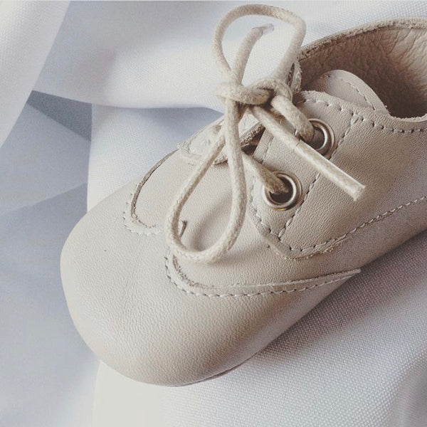 Baby shoes in cream