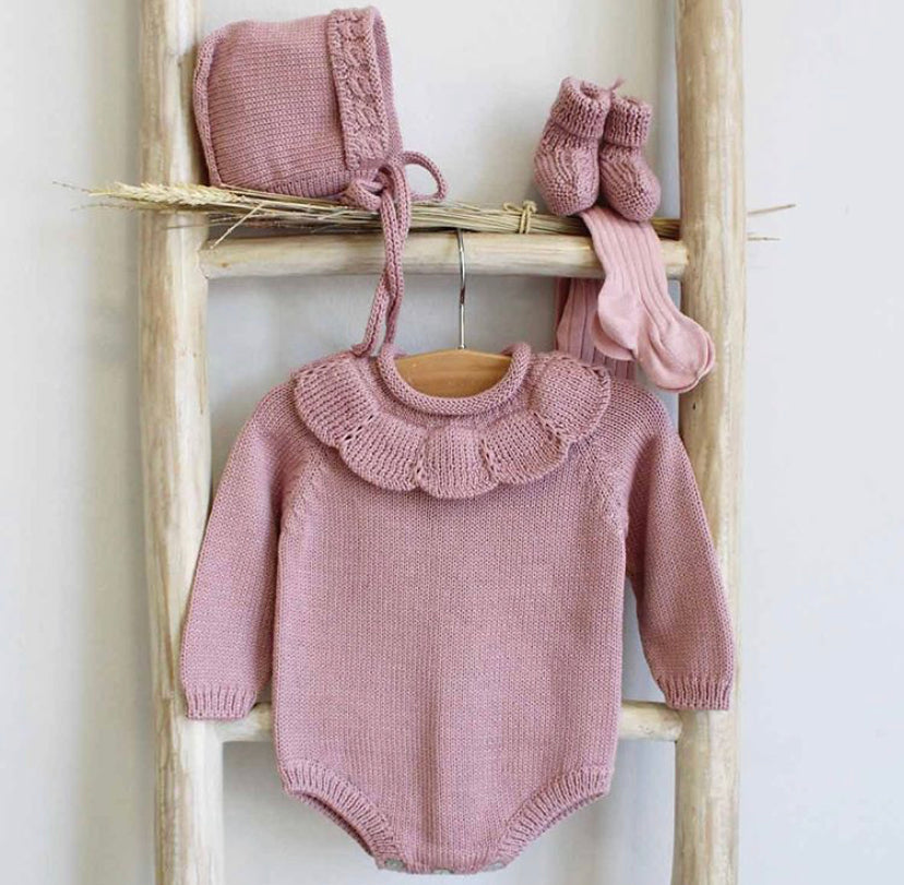 Dusty pink knitted romper with collar